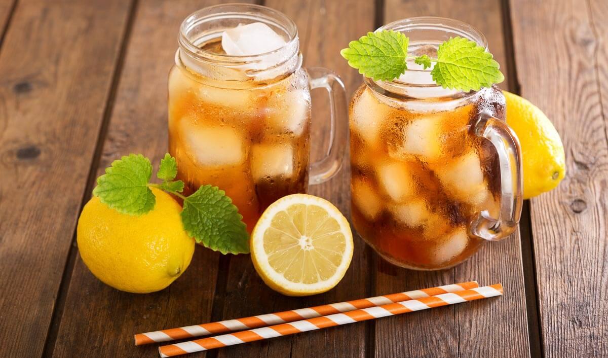 Rezept: Kalorienarmer Zitronen-Eistee mit Minze