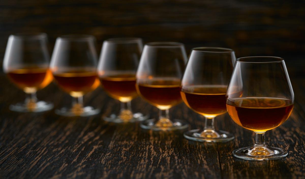 Hochwertige Whiskys trinkt man am besten nicht aus einem Tumbler, sondern aus einem Nosing Glas