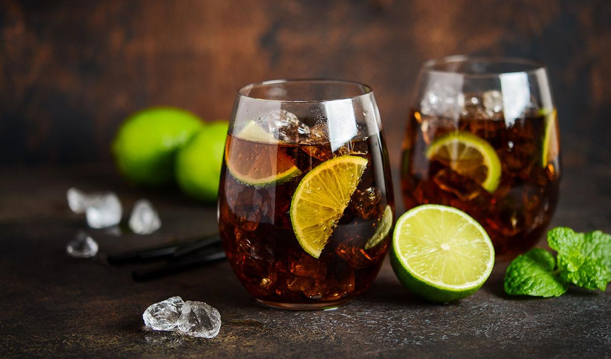 Rezept für einen würzigen Mocktail mit alkoholfreiem Rum