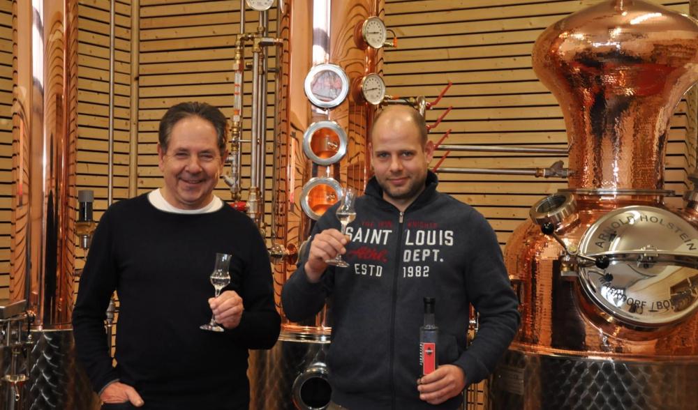 Indlekofer Vater und Sohn in Destillerie