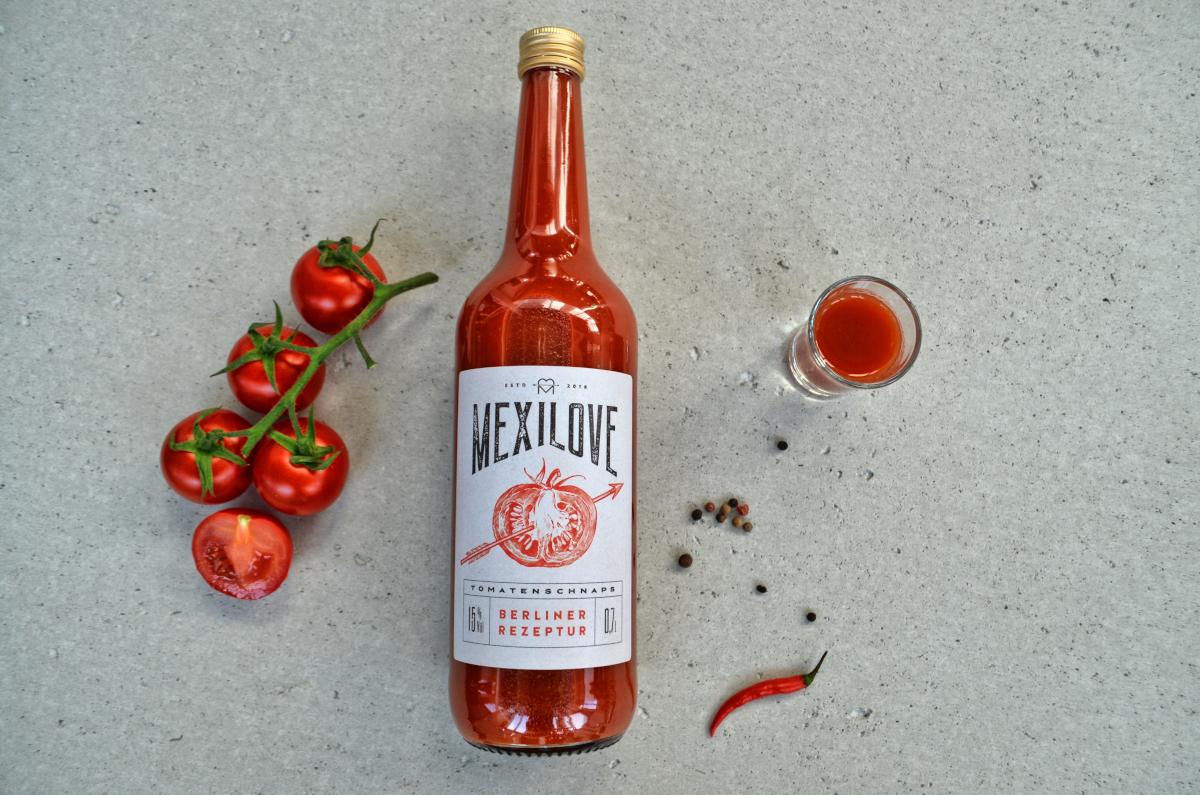 Anstatt des üblichen schwarzen Pfeffers setzt MexiLove auf weißen Pfeffer, weil dieser die Fruchtigkeit des Tomatenschnaps unterstreicht und eine schöne, rauchige Schärfe passend zum Tomatengeschmack hervorhebt