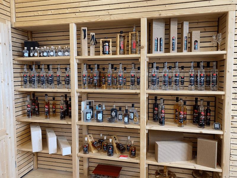 Gin hat die Edeldestillerie Indlekofer seit 2019 mit im Portfolio. Spezialisiert ist der Familienbetrieb auf Obstbrände